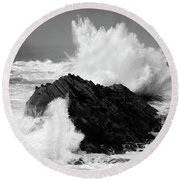 Wave At Shore Acres Bw Round Beach Towel