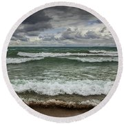 Waves Crashing On The Shore In Sturgeon Bay At Wilderness State Park Round Beach Towel