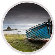 Weathered Boat On The Shore Round Beach Towel