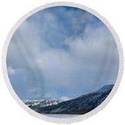 Wildernis Landscape Panorama In Yukon Territory Round Beach Towel