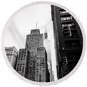 Willis Tower In The Clouds - Black And White Round Beach Towel