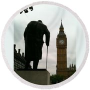 Winston Churchill Facing Big Ben Round Beach Towel