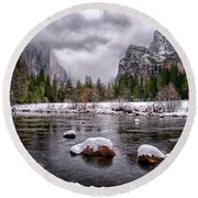 Winter At Valley View Round Beach Towel