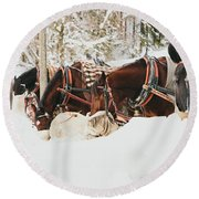 Horses Eating In Snow Round Beach Towel