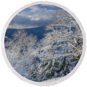Winter Scene At Berry Summit Round Beach Towel