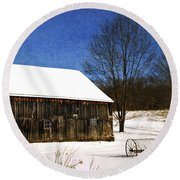 Winter Scenic Farm Round Beach Towel
