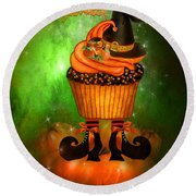 Witch Cupcake 4  Round Beach Towel