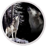 Wolf  Howling Memory Round Beach Towel