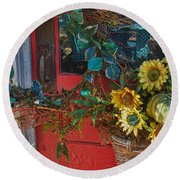 Wreath And The Red Door Round Beach Towel