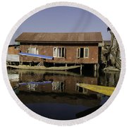 Yellow Shikara In Front Of A Run Down Area Of Houses In The Dal Lake Round Beach Towel
