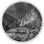 Yosemite Falls - Bw Round Beach Towel