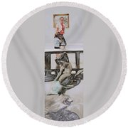 Young Gallery Visitor Round Beach Towel