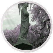 Ziba King Memorial Statue Side View Florida Usa Near Infrared Gr Round Beach Towel