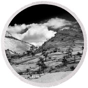 Zion National Park In Black And White Round Beach Towel