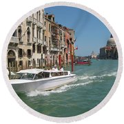 Zooming On The Canals Of Venice Round Beach Towel