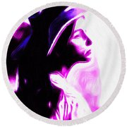 Lady With Hat Round Beach Towel