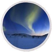 Aurora Borealis Over Skittendalen Round Beach Towel