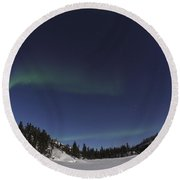 Aurora Over Vee Lake, Yellowknife Round Beach Towel