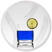 Blue Cocktail With Lemon Round Beach Towel