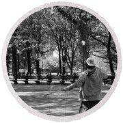 Bubble Boy Of Central Park In Black And White Round Beach Towel
