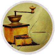 Coffee Mill And Beans In Grunge Style Round Beach Towel