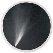 Comet West, 1976 Round Beach Towel by Science Source