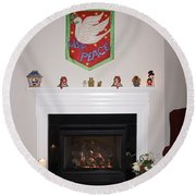 Fireplace At Christmas Round Beach Towel