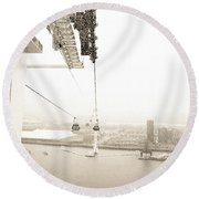 Flight Over The Thames Round Beach Towel