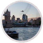 Helicopter At Tower Bridge Round Beach Towel