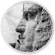 Men Working On Mt. Rushmore Round Beach Towel
