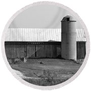Old Barn And Silo Round Beach Towel