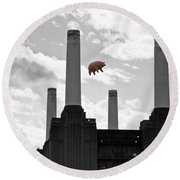 Pink Floyd Pig At Battersea Round Beach Towel