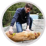 Dog Grooming Round Beach Towel by Photo Researchers, Inc.