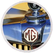 1953 Mg Td Hood Ornament Round Beach Towel
