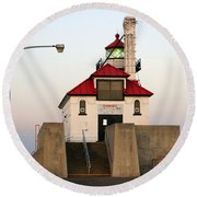 Duluth Mn Lighthouse Round Beach Towel