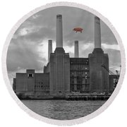 Pink Floyd Pig At Battersea Round Beach Towel