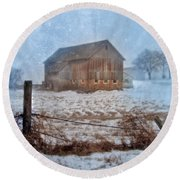 Barn In Winter Round Beach Towel