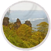 3 Sisters Blue Mountains Round Beach Towel