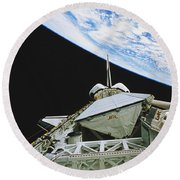Space Shuttle Endeavour Round Beach Towel by Science Source