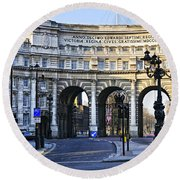 Admiralty Arch In Westminster London Round Beach Towel