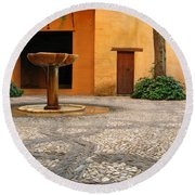 Alhambra Courtyard And Fountain In Spain Round Beach Towel