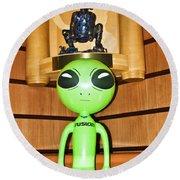 Alien In The Corner Booth Round Beach Towel