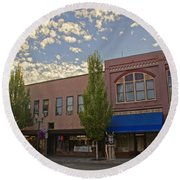 Along 6th Street In Grants Pass Round Beach Towel