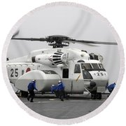 An Mh-53e Super Stallion Helicopter Round Beach Towel