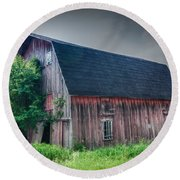 Angelica Barn In Hdr Round Beach Towel