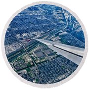 Approach Into Chicago Round Beach Towel
