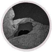 Arch In Valley Of Fire Nevada Round Beach Towel