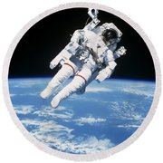Astronaut Floating In Space Round Beach Towel