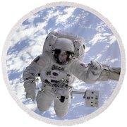 Astronaut Gernhardt On Robot Arm Round Beach Towel