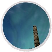 Aurora Above Totem Pole Round Beach Towel